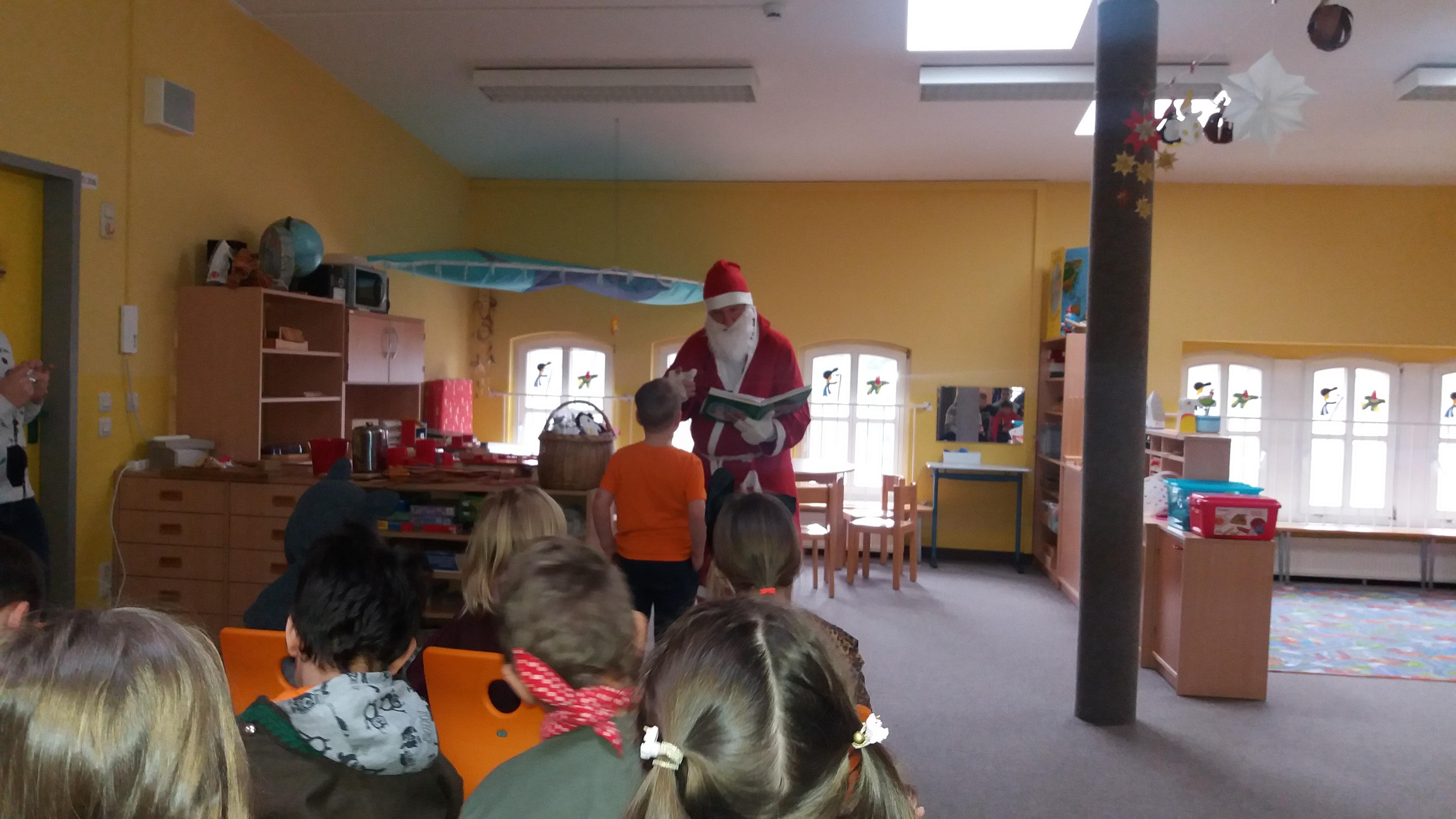 Weihnachtsprogramm Der Klassen 1 4 Schule Am Taurastein